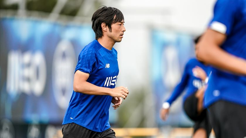 """Sérgio deixa recado a Nakajima. """"Não basta ter contrato com o FC Porto, é preciso senti-lo"""""""