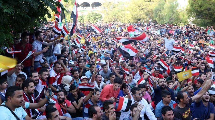Adeptos celebram apuramento para o play-off. Foto: Youssef Badawi/EPA