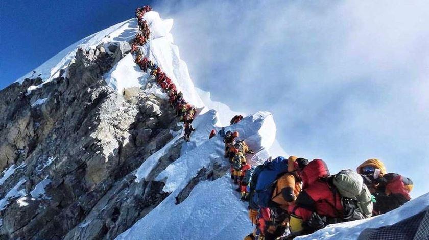 Excesso de montanhistas no Evereste já matou 7 pessoas