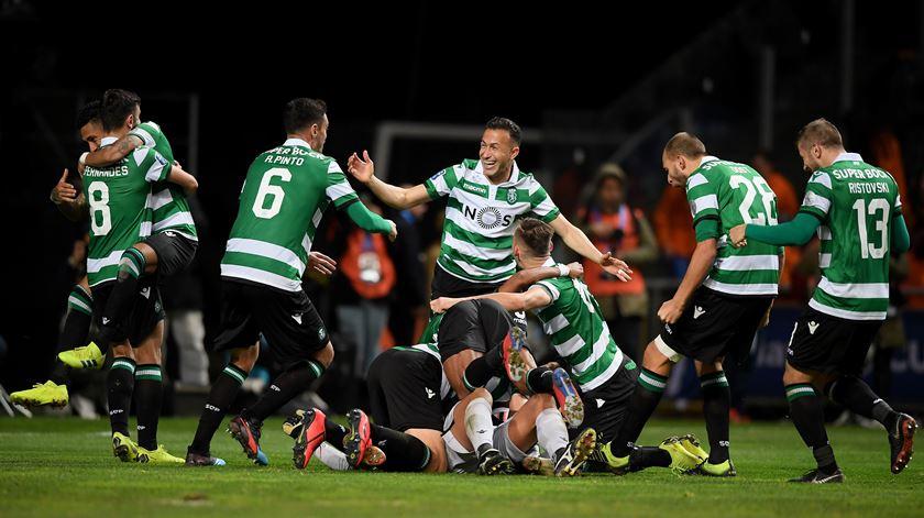 Sporting na final da Taça da Liga após desempate por penáltis