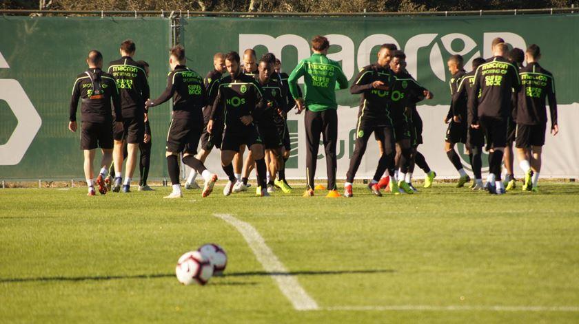 Leões voltam ao trabalho na máxima força, depois de um treino de recuperação física na terça-feira e folga na quarta-feira. Foto: Sporting