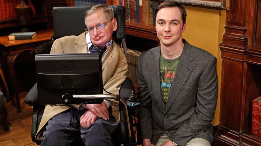 Oito momentos em que Stephen Hawking nos fez rir