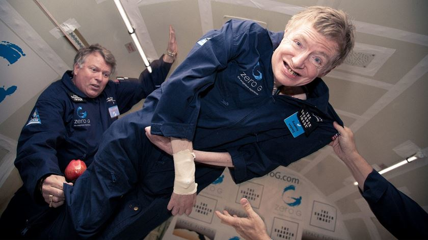 """Stephen chegou a realizar o sonho de experimentar a gravidade zero. """"É uma das imagens mais tocantes dele"""", diz a filha"""