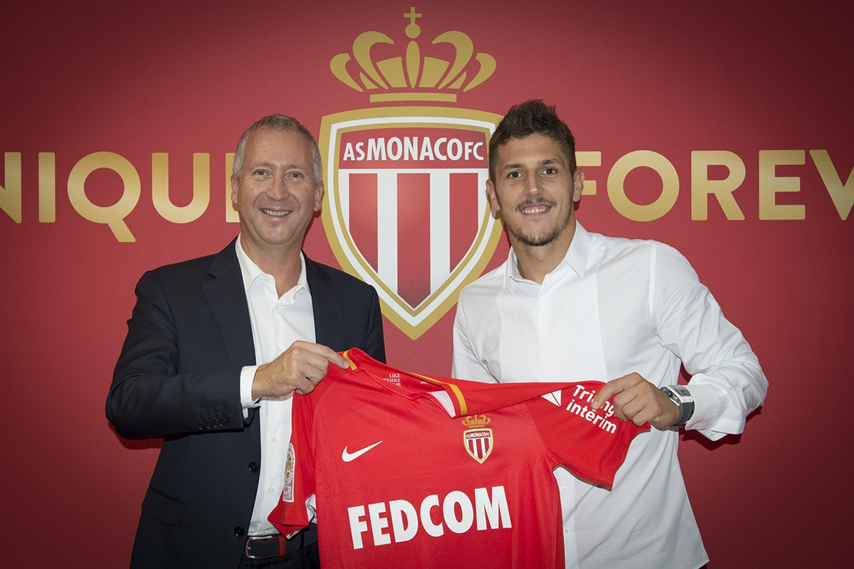Mónaco contrata montenegrino Jovetic