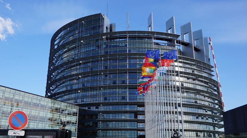 """Eurodeputados portugueses criticam """"teimosia"""" e """"irresponsabilidade"""" do Reino Unido"""