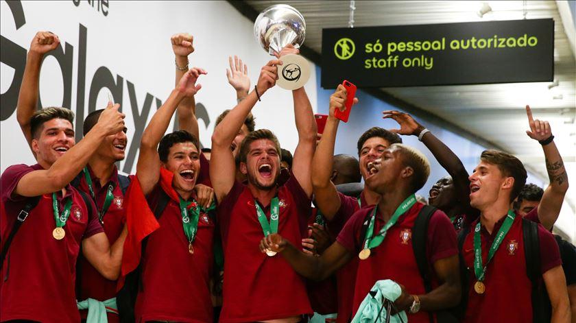 """Campeões da Europa recebidos com festa rija em Lisboa. """"Somos geração de ouro"""""""