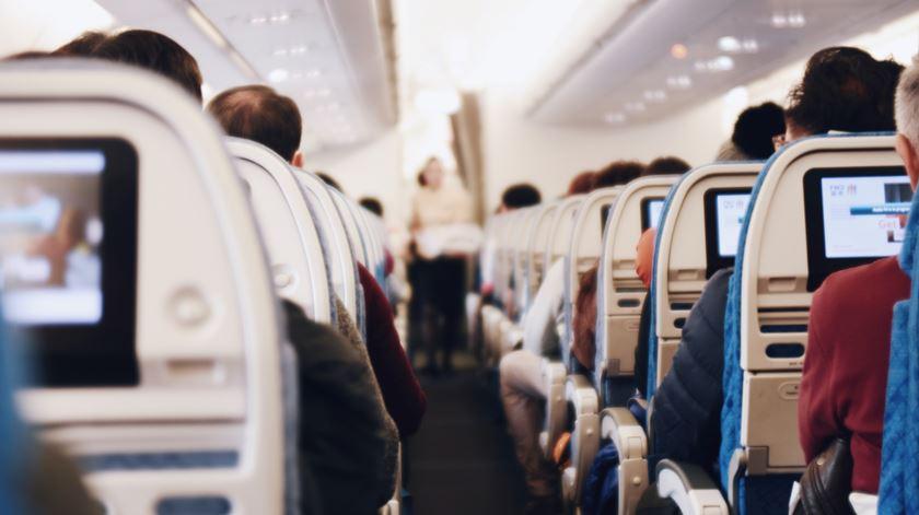 Saudades de uma refeição a bordo? Avião esgota lotação com jantar de 400 euros