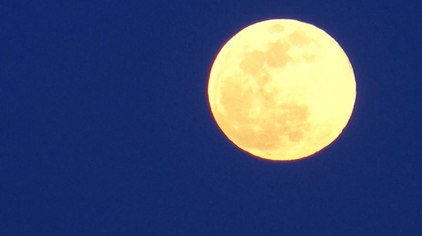 As imagens da super Lua em Lisboa