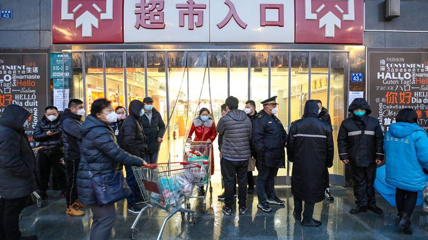 China destrói e lava dinheiro para combater coronavírus