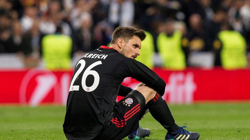 Sven Ulreich inconsolável no final do jogo com o Real Madrid. Foto: Emilio Naranjo/EPA