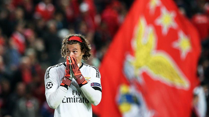 De calculadora descalibrada, Svilar oferece a vitória ao Manchester United