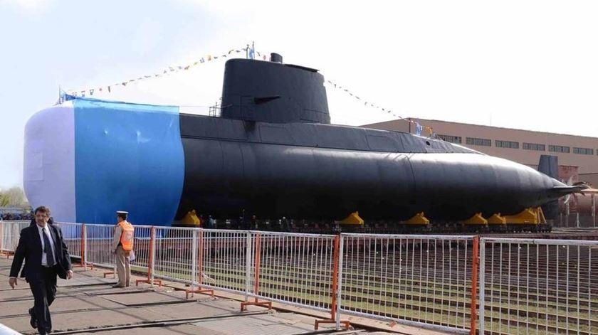 Submarino argentino desaparece com 44 tripulantes a bordo