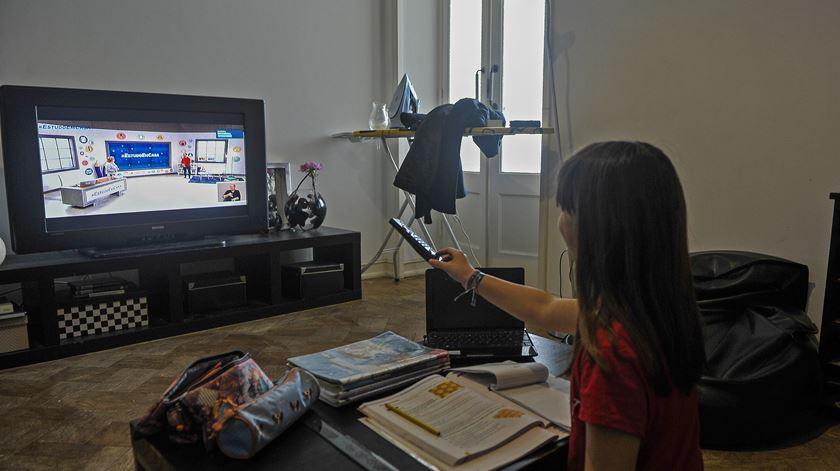 Especialistas consideram regresso à escola essencial para proteger crianças em risco