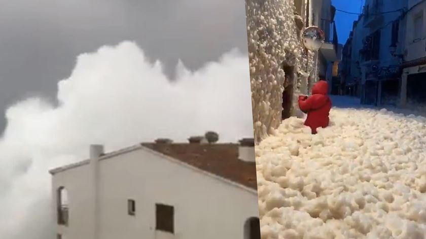 Ondas gigantes e cidades cobertas de espuma. Tempestade Gloria faz estragos em Espanha
