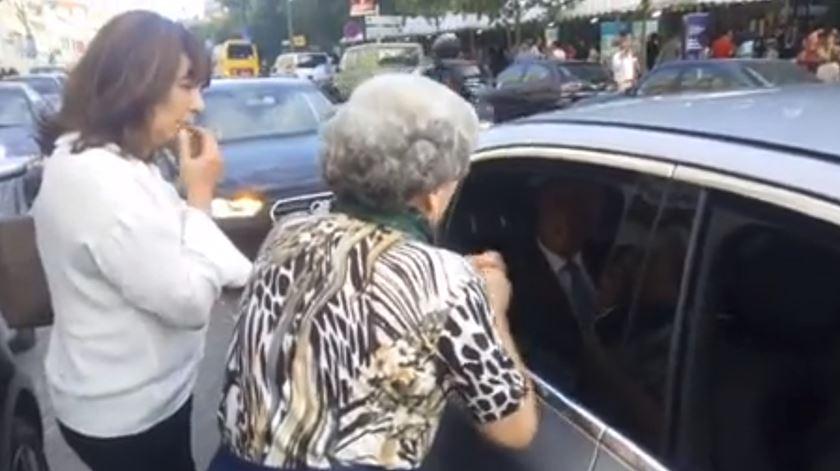 Momento do encontro entre Teresa Leal Coelho e Marcelo. Foto: Observador