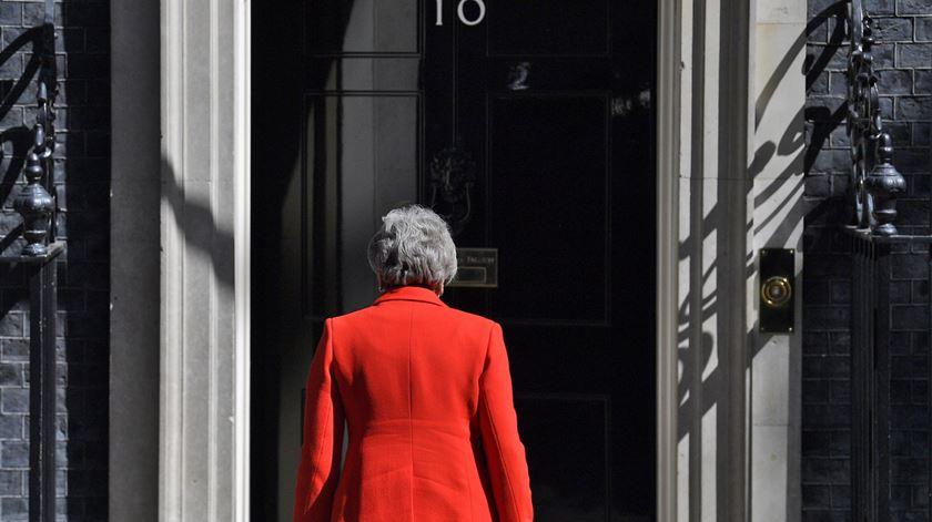Theresa May demissionária da liderança do Partido Conservador, mas só sai de primeira-ministra quando for anunciado sucessor. Foto: Will Oliver/EPA