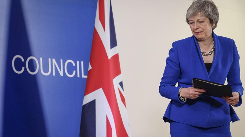 May vai levar acordo de Brexit a votos no Parlamento antes de 21 de janeiro
