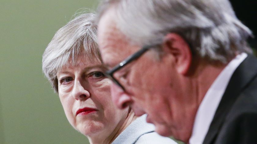 """UE e Reino Unido anunciaram """"progressos suficientes"""" no Brexit. Quais são?"""
