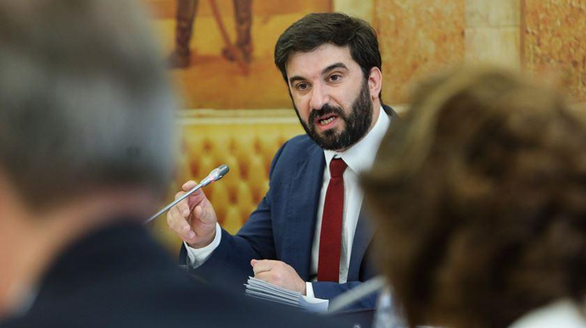 Ministro diz que algumas escolas demoraram a iniciar processo de contratação de funcionários