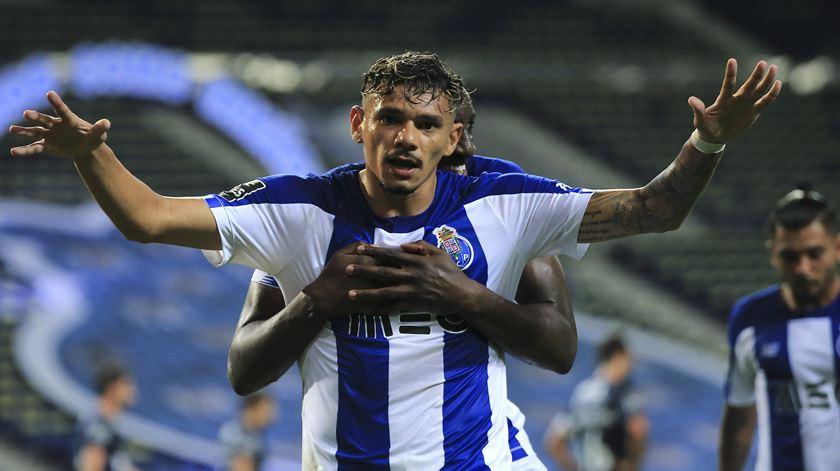 Soares deixa FC Porto e ruma à China