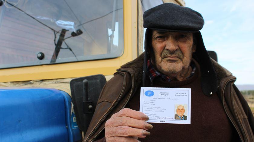 Liliana Carona - Tratorista renova carta aos 90 anos