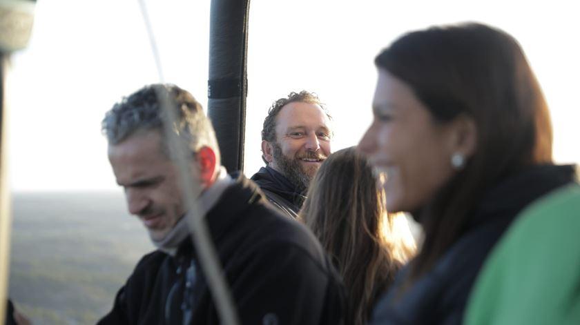 O humorista Eduardo Madeira também fez parte desta aventura num balão de ar quente Foto: Ricardo Fortunato/RR
