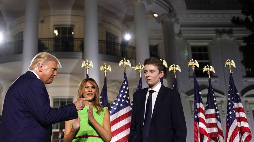 Filho de Trump e Melania esteve infetado com Covid-19