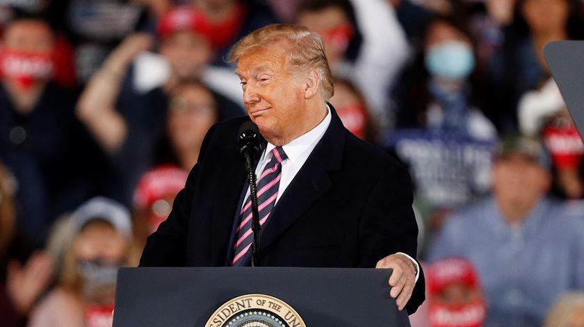 """Trump garante que pagou """"muitos milhões"""" em impostos"""