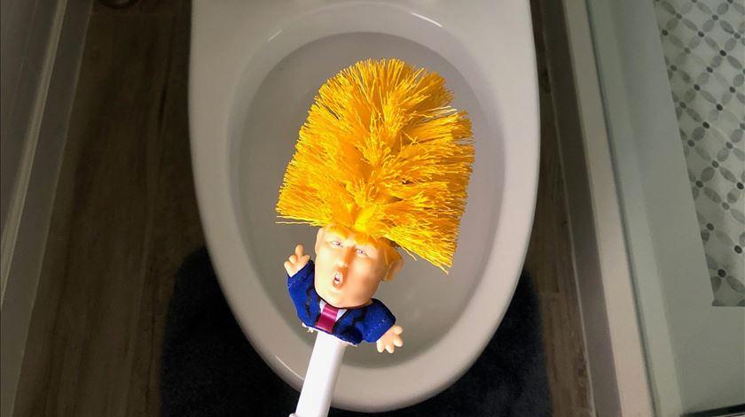 """Piaçaba Trump à venda para """"tornar a casa de banho grande outra vez"""""""