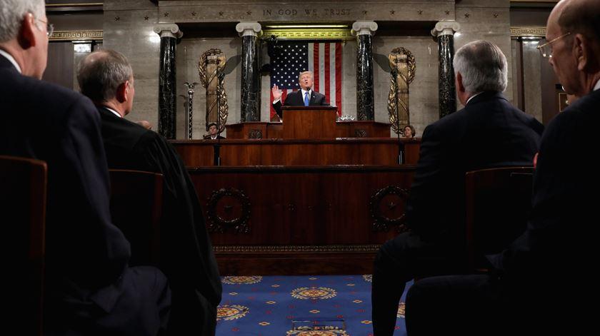 Trump mantém políticas xenófobas, apesar de moderar o tom do discurso