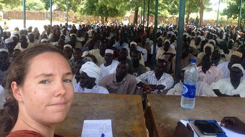Joana Gomes, a única branca no campo de refugiados no Chade. Foto: Facebook Joana Gomes