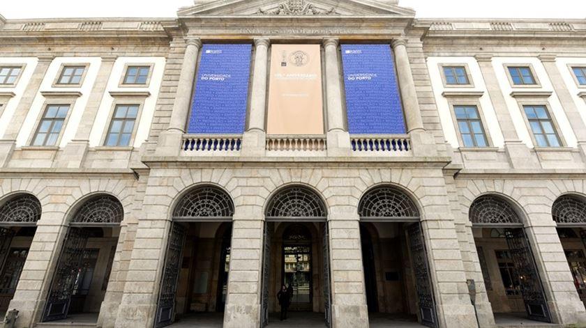 Reitoria da Universidade do Porto, a universidade que registou a média de notas dos últimos colocados mais elevada no país. Foto: DR.