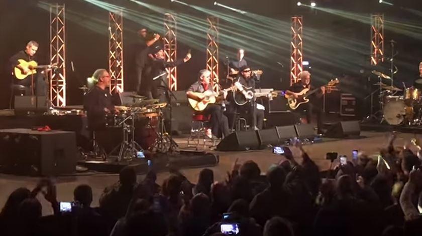 """Resistência (com Tim em palco) lembraram Zé Pedro, uma """"nova estrela no céu"""""""
