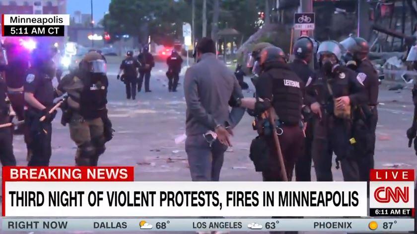 Caso George Floyd. Jornalistas da CNN detidos em direto durante protesto contra racismo policial