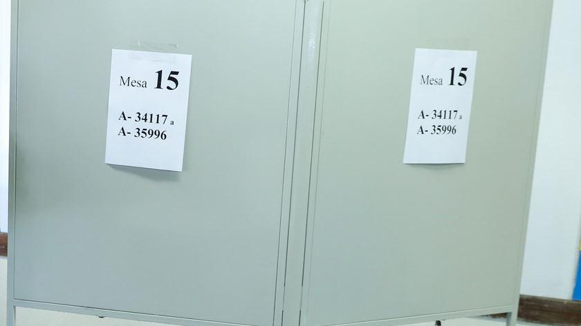 População encerra mesa de voto em Montalegre a cadeado