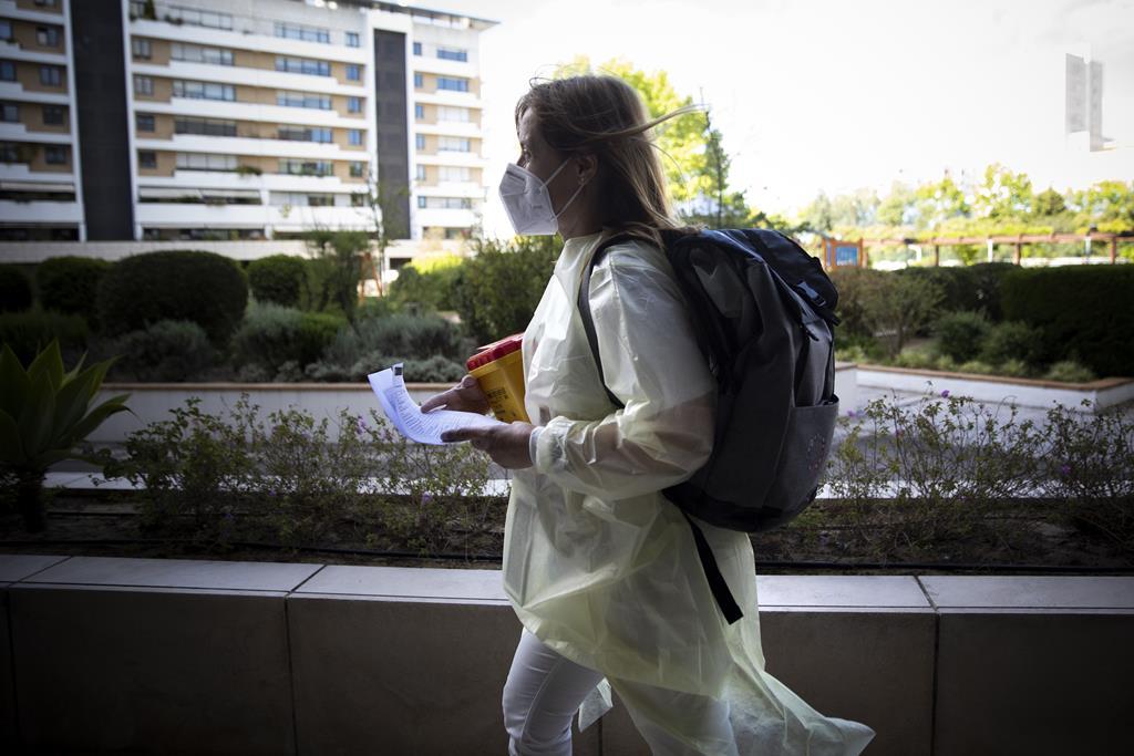 A primeira paragem da enfermeira Filipa foi um condomínio fechado, em Benfica.
