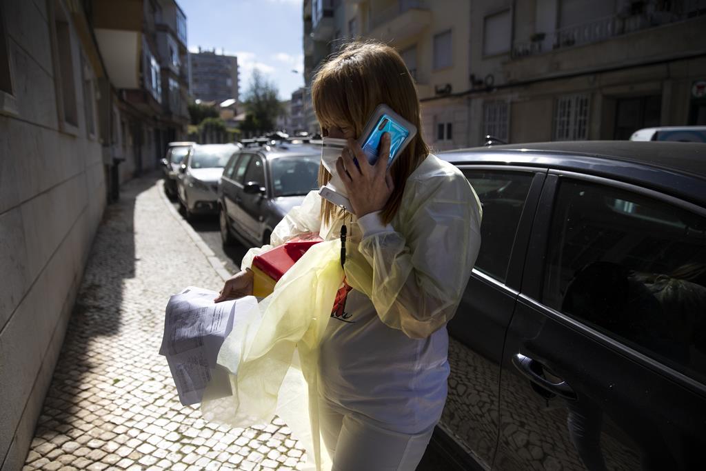 """O segundo local para a vacinação ao domicílio é uma pequena """"casa da porteira"""", num modesto edifício em Benfica."""