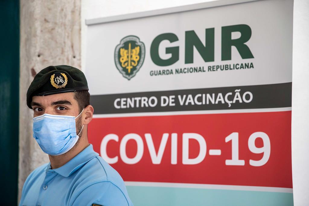 Pico de infeções de Covid-19 nas forças de segurança foi atingido a 28 e 29 de janeiro Vacinacao15066f1edefaultlarge_1024