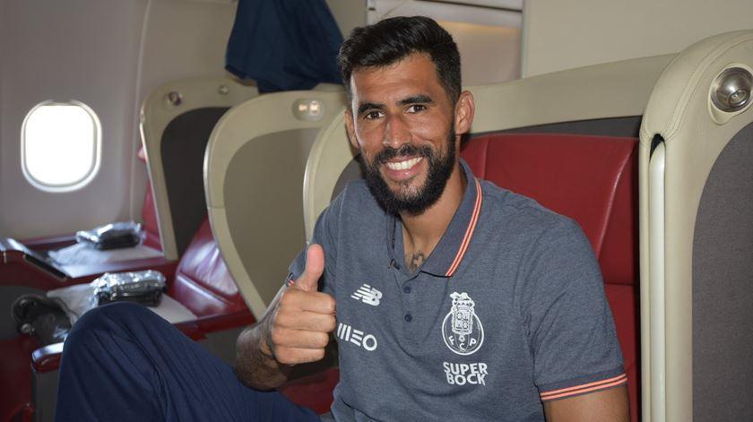 Vaná já estava no avião para o México quando os dragões anunciaram a sua contratação. Foto: Twitter FC Porto
