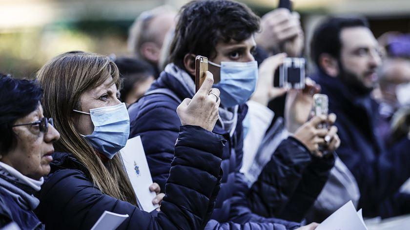 Coronavírus. Irão fecha escolas e liberta presos após confirmar mais de 3.500 infeções
