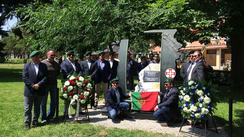 Veteranos portugueses homenageiam militares mortos na Bósnia. Foto: José Pedro Frazão/RR