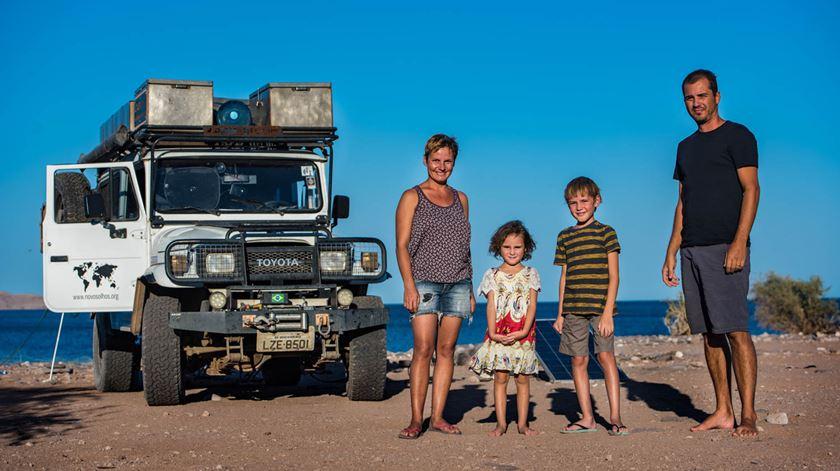 Esta família largou tudo para viajar. E fez da estrada uma escola