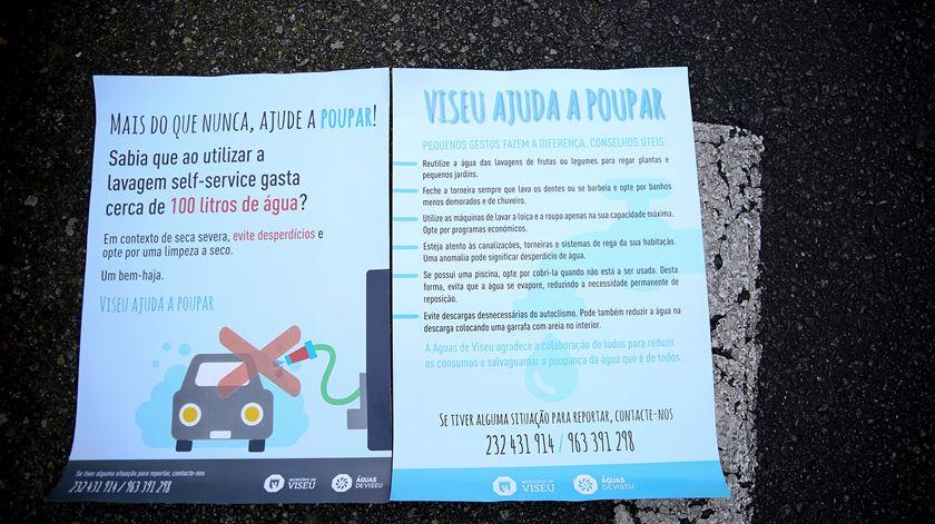 Cartazes distribuídos pela Câmara de Viseu com dicas para poupar água