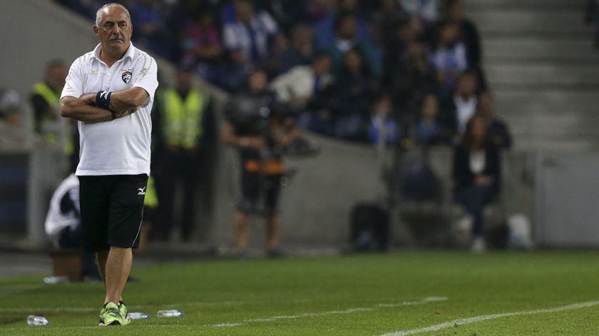 Vítor Oliveira confirma interesse do Porto em Paulinho