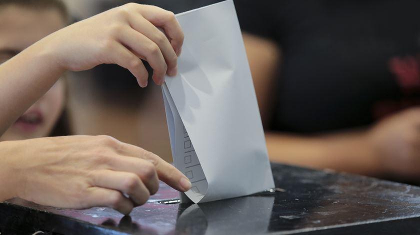 Abstenção nas legislativas pode chegar aos 51,5%