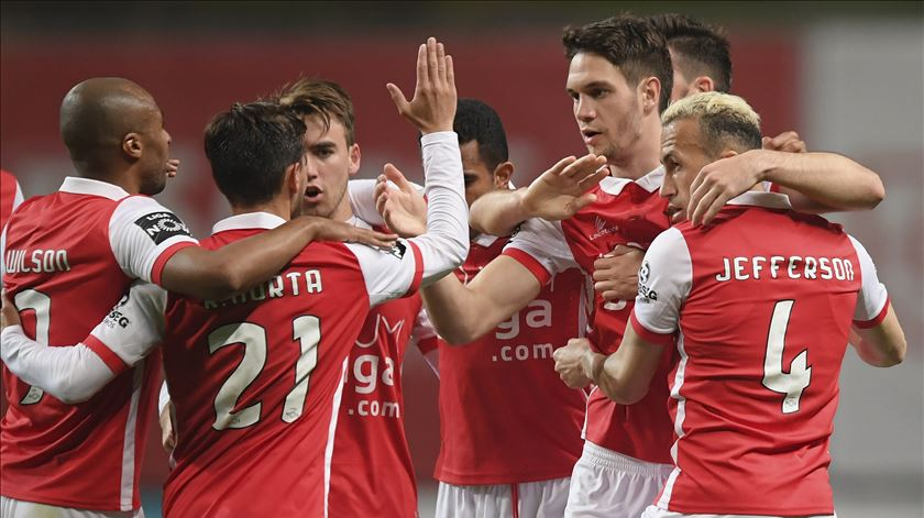 Braga vence Marítimo e volta a igualar Sporting