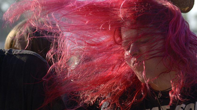 """Uma fã de """"heavy metal"""" no Wacken Open Air em 2013. Foto: Reuters."""