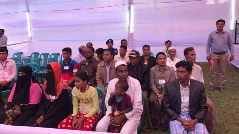Grupo de refugiados rohingya que se vai encontrar com o Papa. Foto: Aura Miguel/RR/Vatican Pool