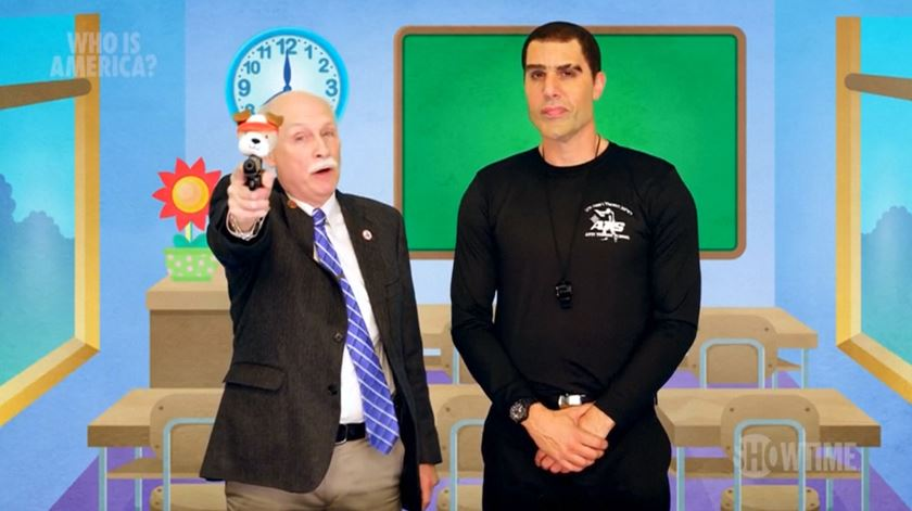 Baron Cohen convence políticos americanos a apoiar armamento de crianças no pré-escolar