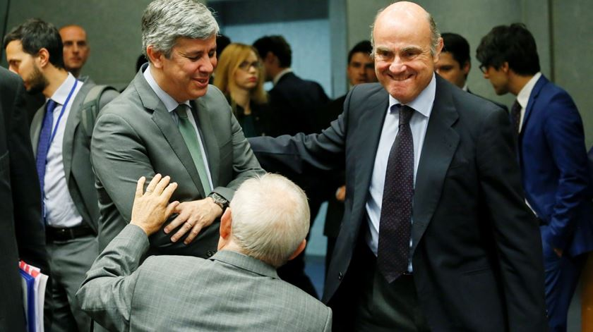 Wolfgang Schauble e Mário Centeno. Foto: Julien Warnand/EPA